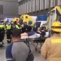 Joven bombero de 23 años es dado de alta tras permanecer con ventilación mecánica por covid-19 y es recibido entre aplausos por sus colegas