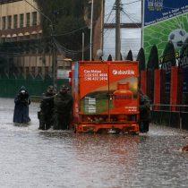 Fuertes precipitaciones provocan inundaciones en Santiago y varias ciudades de la zona centro sur del país