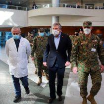 Ministros Mañalich y Espina anuncian aumento de camas críticas y ventiladores en Hospital Militar
