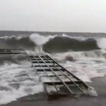 Como en una competencia de surf: se registraron fuertes olas en el Lago Villarrica