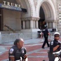 Policías que resguardaban Hotel Trump de Washington se arrodillaron en señal de protesta tras muerte de George Floyd