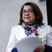 """Rosa Oyarce repasa al Minsal: la nueva estrategia llega """"un poco tarde porque esto ya se desbandó"""""""