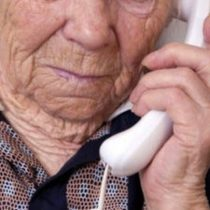 Estudiantes de Enfermería crean servicio de ayuda y acompañamiento telefónico para adultos mayores