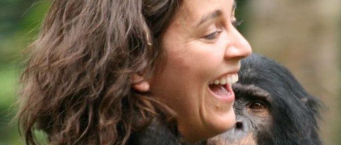 """Científica chilena Isabel Behncke en BBC: """"Lo que estoy observando con humanos en confinamiento no es muy distinto a los loros enjaulados a los que vi sacarse las plumas"""""""