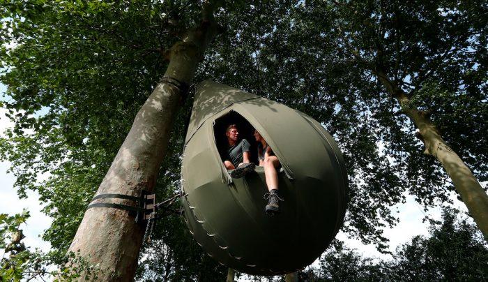 Los belgas pasan sus vacaciones en los árboles ya que el COVID-19 les impide viajar
