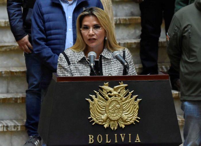 Presidenta interina de Bolivia da positivo por Covid-19 y guardará cuarentena