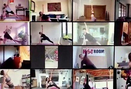 """Pareja viñamarina se reinventa en tiempos de Covid-19: """"El yoga online llegó para quedarse"""""""