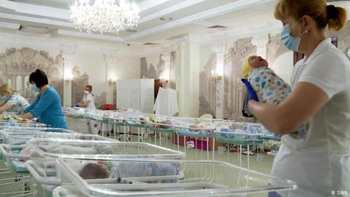 Pandemia causa reducción mundial de los servicios de salud a madres, niñas y niños