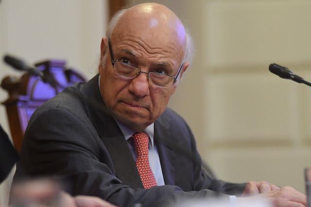 Vittorio Corbo se alinea con el rechazo al retiro de ahorros previsionales: expresidente del Banco Central lo califica de