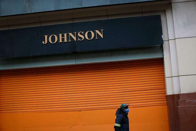 Tras reorganización de sus negocios producto de la pandemia: Cencosud informó que primer grupo de tiendas Johnson cerrará