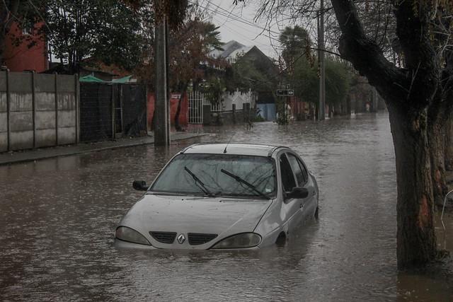 Sistema frontal: Onemi reporta más de 100 casas afectadas y cerca de 20 mil clientes sin electricidad