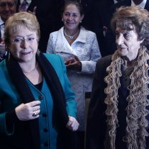 """Bachelet llega a Chile para despedirse de su madre Ángela Jeria y agradece mensajes """"de simpatía y condolencias"""""""