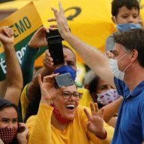 No aprende la lección: Bolsonaro se sacó mascarilla en primera aparición pública tras superar el coronavirus