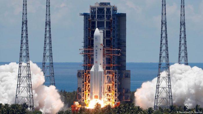 Exitoso lanzamiento de sonda espacial china a Marte