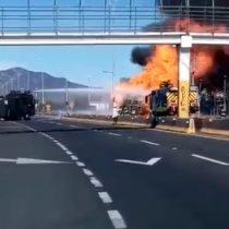 Camión repartidor de gas se incendia y genera explosiones en plena carretera en Rancagua