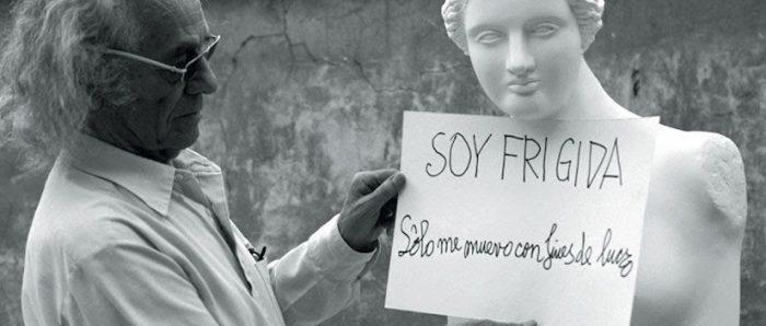 """Recorrido """"Anti Exposición: no siga la flecha"""" con trabajos de Nicanor Parra en su casa de La Reina vía online"""