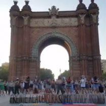 Mujeres pidieron justicia por Antonia Barra con intervención feminista en Barcelona