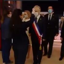 Con toma de temperatura y mascarilla: el ingreso del Presidente Piñera al Congreso Nacional