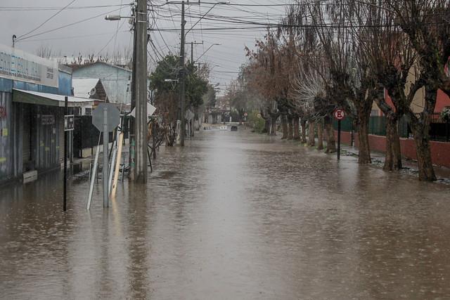 Por pronóstico de lluvias: Aguas Andinas llama a hacer un correcto uso de la red de alcantarillados y evitar accidentes