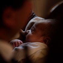 Proyecto que amplía el postnatal fue aprobado por la Comisión de Hacienda del Senado y es despachado a Sala