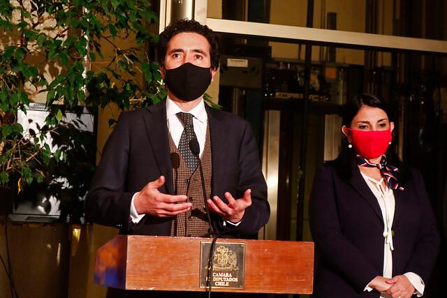 """Diputados despachan el bono clase media y el préstamo estatal: Briones recalca que """"no es excluyente"""" del retiro de fondos de AFP"""