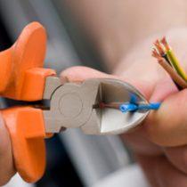 Gobierno suma nuevo permiso para trabajadores en cuarentena: habilitan autorizaciones para servicios de gásfiter y electricista