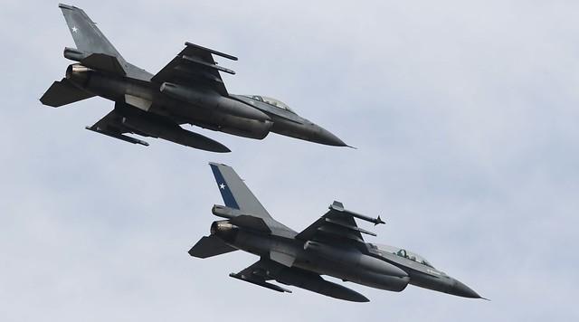Polémica por millonario gasto en F-16: Gobierno afirma que se trata de una operación que estaba postergada desde inicio de año por la pandemia