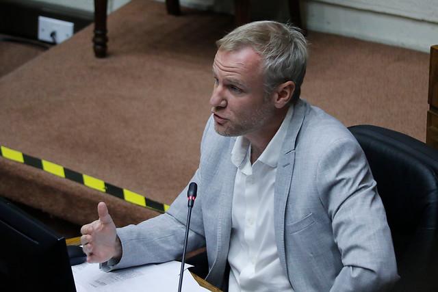 El lamento de Evópoli: Felipe Kast acusa a Desbordes y Van Rysselberghe de pasarle la factura a Blumel por ley que limita la reelección