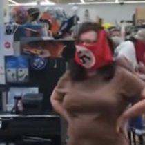Pareja se volvió viral luego de recibir el repudio generalizado tras asistir a supermercado con mascarillas nazis en Estados Unidos
