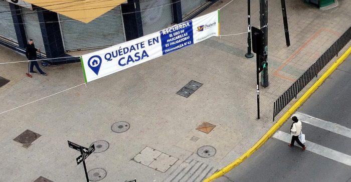 La desigualdad reflejada en permisos: Ñuñoa lidera la lista de compras y paseo de mascotas mientras La Pintana asiste a funerales y entrega alimentos en recintos penales