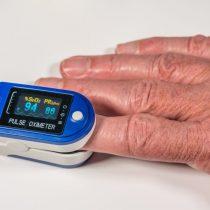 Oxímetros comenzarán a aplicarse en residencias sanitarias a pacientes con Covid-19 para detectar hipoxia silenciosa