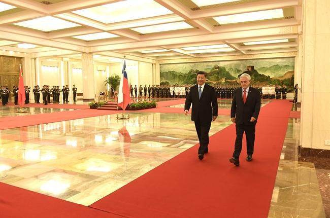 """En Japón destacan el """"desaire"""" de Chile a China en la elección de la ruta para el Cable Transoceánico"""
