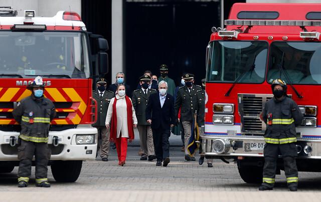 Hasta 5 años de cárcel: Piñera anuncia aumento de sanciones contra agresores a bomberos