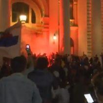 Violentas manifestaciones en Belgrado ante nuevo llamado a confinamiento