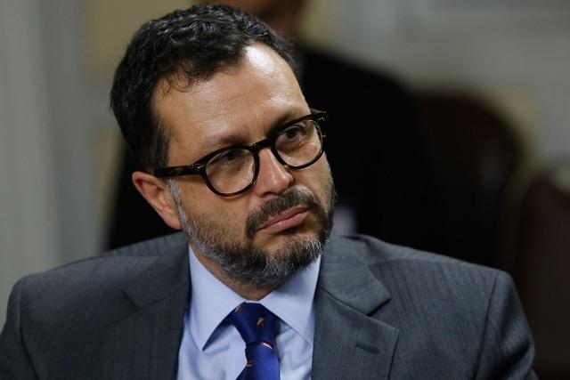 Rodrigo Hinzpeter critica al oficialismo: