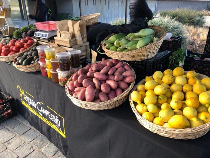 Mercado campesino ofrece productos frescos y a precios convenientes