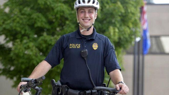 Jacob Blake: identifican como Rusten Sheskey al policía que le disparó 7 veces por la espalda en Wisconsin
