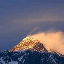 Nepal reabrirá el Everest a los escaladores pese a aumento de casos de coronavirus