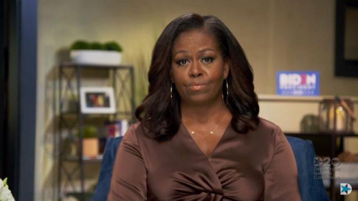 """""""Es el presidente erróneo"""": Michelle Obama entra en la campaña electoral de Estados Unidos con duras palabras en contra de Donald Trump"""