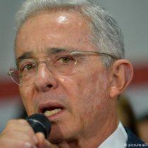 Álvaro Uribe renuncia a su escaño en el Senado de Colombia