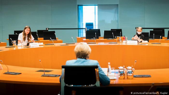 Greta Thunberg se reúne con Angela Merkel y denuncia