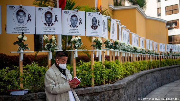 Continúan protestas de médicos peruanos; exigen recursos para pandemia