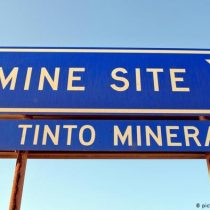Por destrucción de sitio aborigen en Australia, Rio Tinto retira millonario bono a directivo
