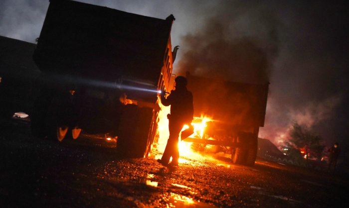 Queman 10 camiones y tres maquinarias en nuevo ataque incendiario en La Araucanía