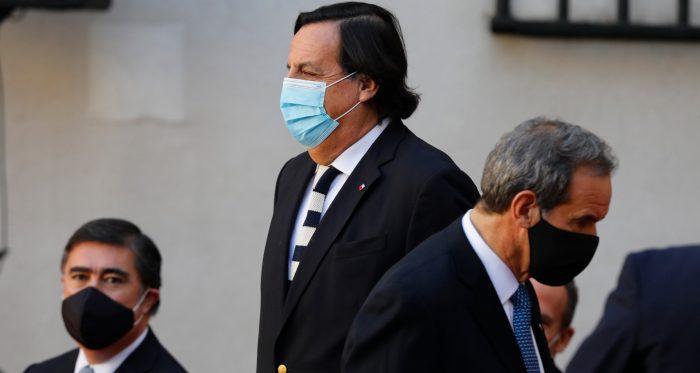 """Plebiscito sigue generando contrapuntos en el seno del Gobierno: Allamand dice que """"un resultado equilibrado le convendría más al país"""" y Desbordes recuerda que Piñera pidió """"prescindencia"""""""