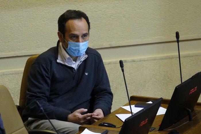 Diputado Núñez (PC) estuvo detenido por una hora en un control por no tener pasaporte sanitario