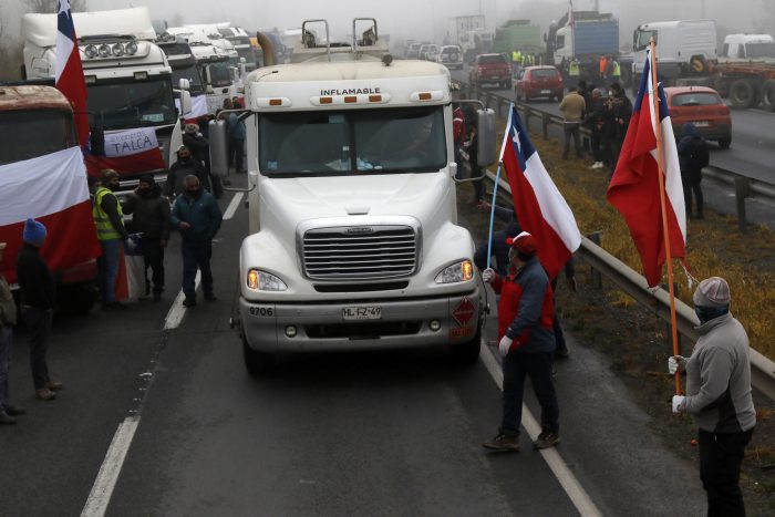 """Oposición pone presión a Piñera: """"¿A qué hora invoca la Ley de Seguridad del Estado contra los convocantes del paro camionero?"""