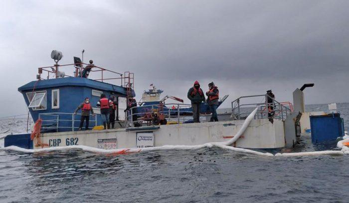 Tras derrame de petróleo: SMA ordena medidas provisionales pre procedimentales a empresa salmonera