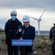 Presidente Piñera visita parque eólico de ENAP en medio de últimas pruebas para entrar en operación