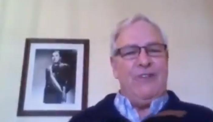Lo volvió a hacer: diputado Urrutia interviene con cuadro de Pinochet de fondo provocando  indignación en la Cámara de Diputados